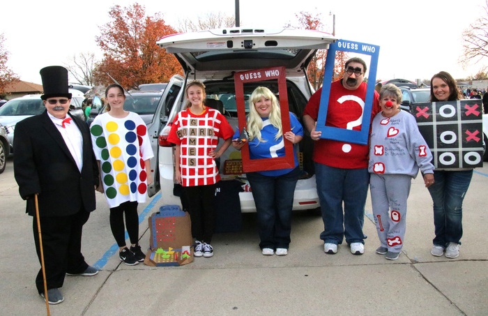 Lindsey Rosno and her family were chosen as the Best Costumes