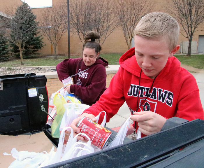 CMS students put food in trucks for donation to Food Pantry.
