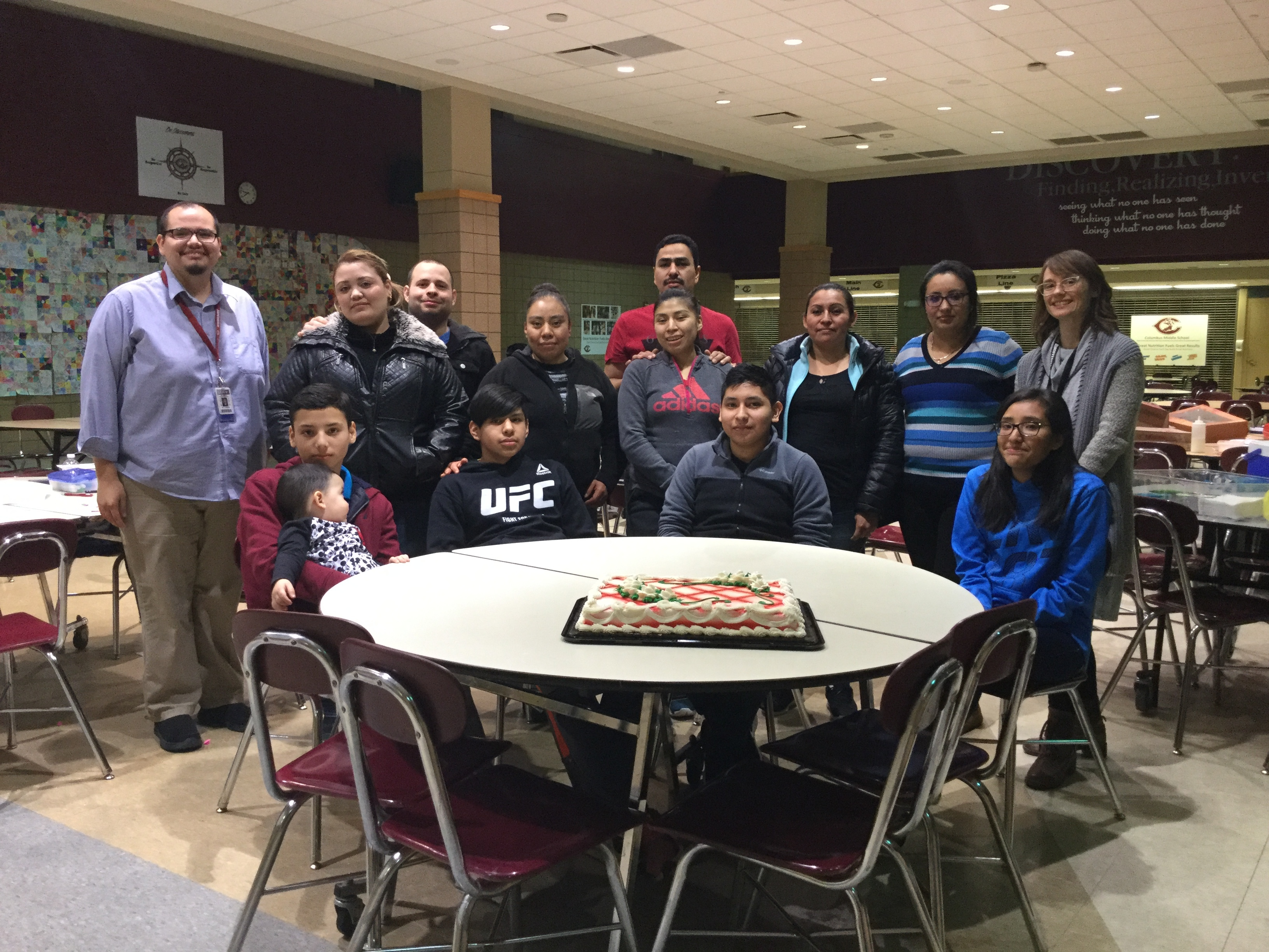 Spanish speaking families with 8th grade students celebrate ways to reach academic success!